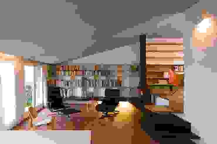 Estudio PARTICULAR Estudios y oficinas modernos de Estudi Agustí Costa Moderno