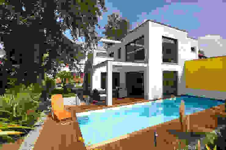 現代房屋設計點子、靈感 & 圖片 根據 b2 böhme PROJEKTBAU GmbH 現代風