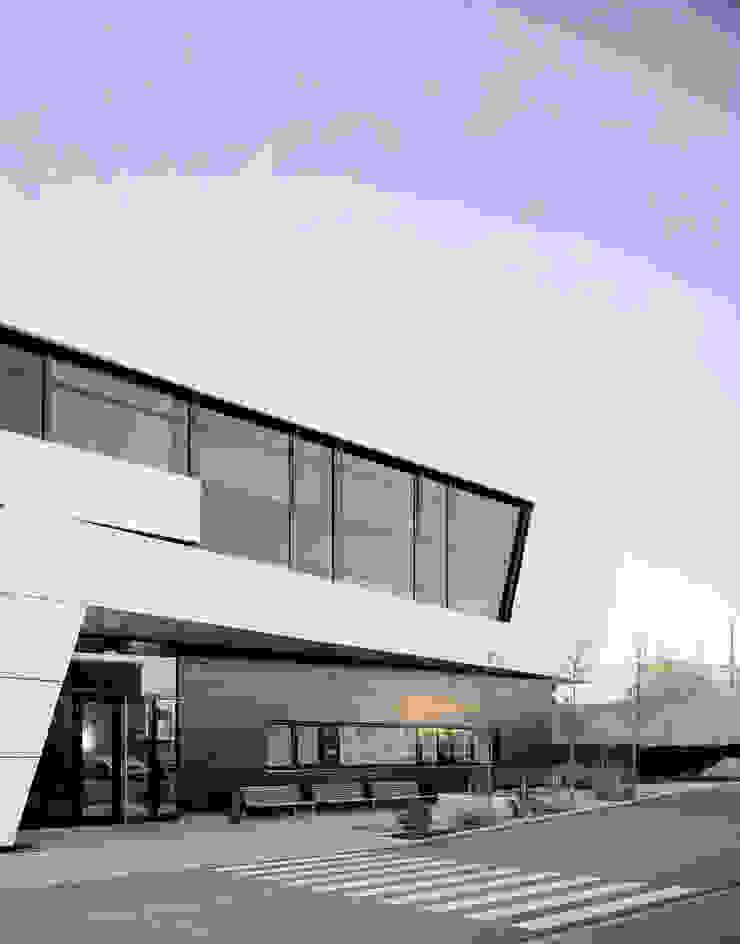 Edificios de oficinas de estilo moderno de Gellink + Schwämmlein Architekten Moderno