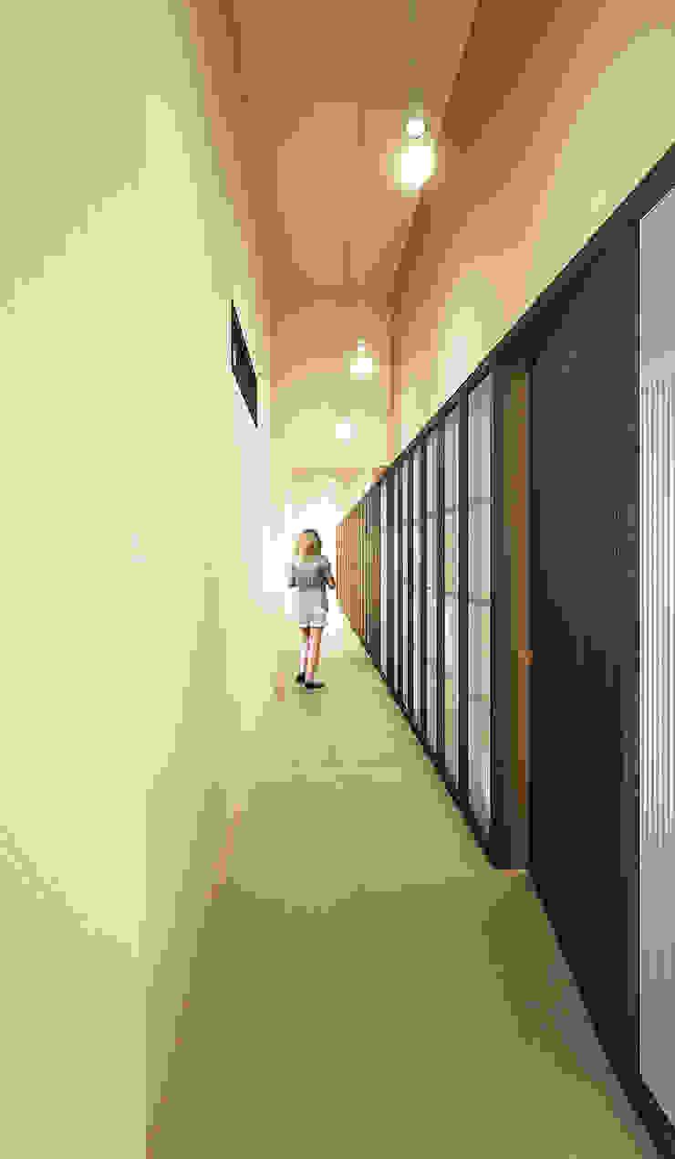 Pasillos, vestíbulos y escaleras de estilo moderno de QBatelier + FèRiMa Moderno