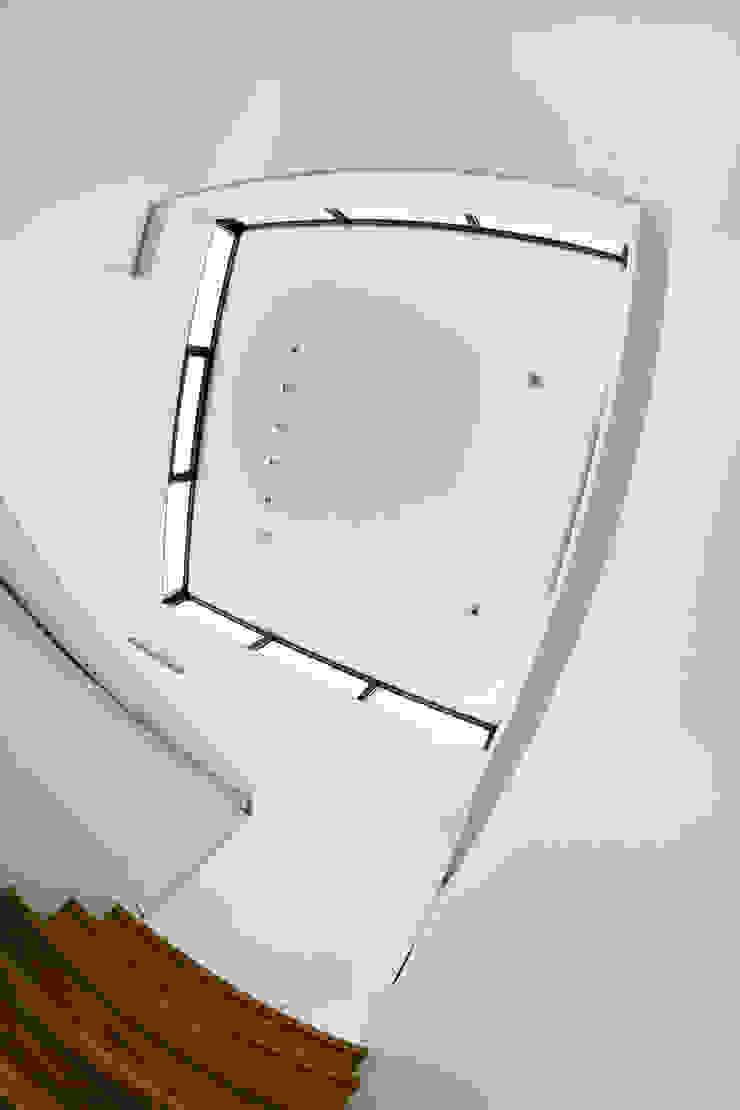 Haus Eins Minimalistischer Flur, Diele & Treppenhaus von Gellink + Schwämmlein Architekten Minimalistisch