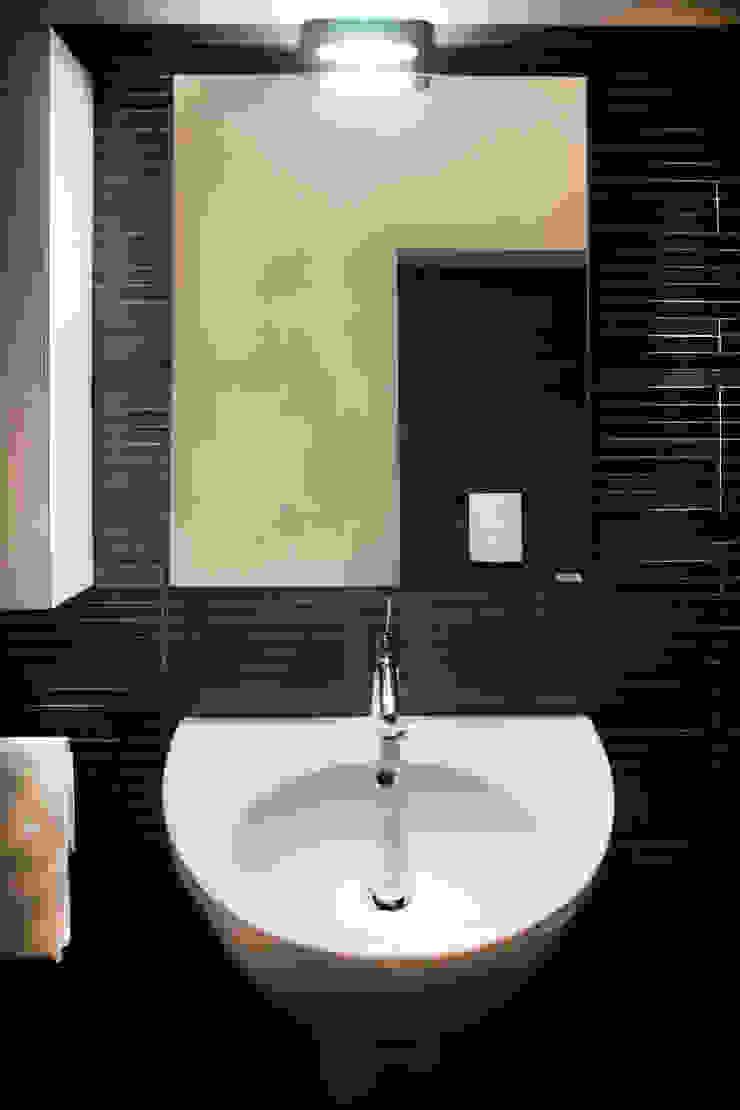 Villa Luce_Apartment B Baños modernos de OPERASTUDIO Moderno