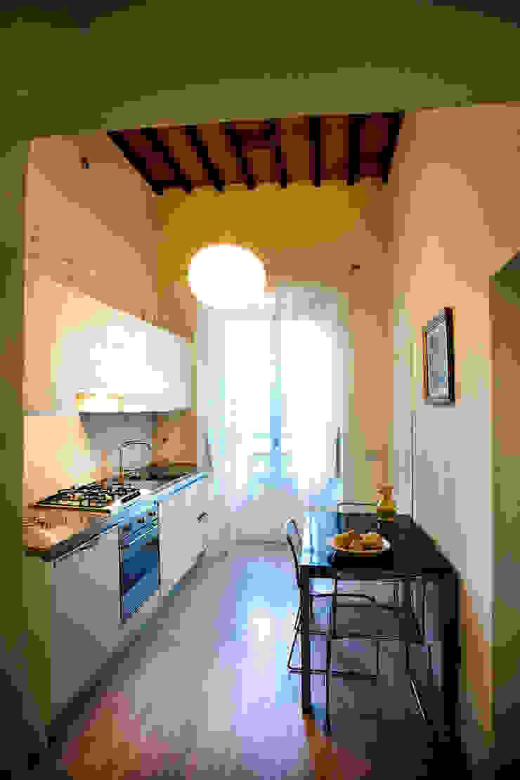 Kitchen area Cocinas modernas de OPERASTUDIO Moderno