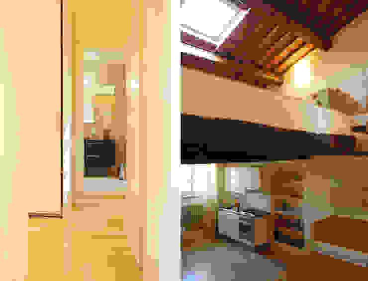 Due scorci Cucina in stile rustico di OPERASTUDIO Rustico