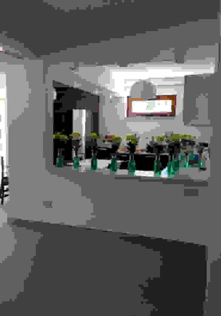 Villa L Cucina moderna di kuluridis Moderno