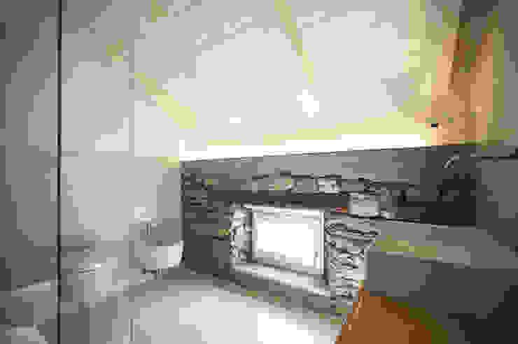 Baños de estilo moderno de MIDE architetti Moderno