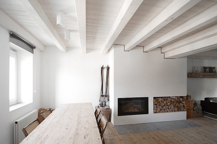 Comedores de estilo moderno de MIDE architetti Moderno