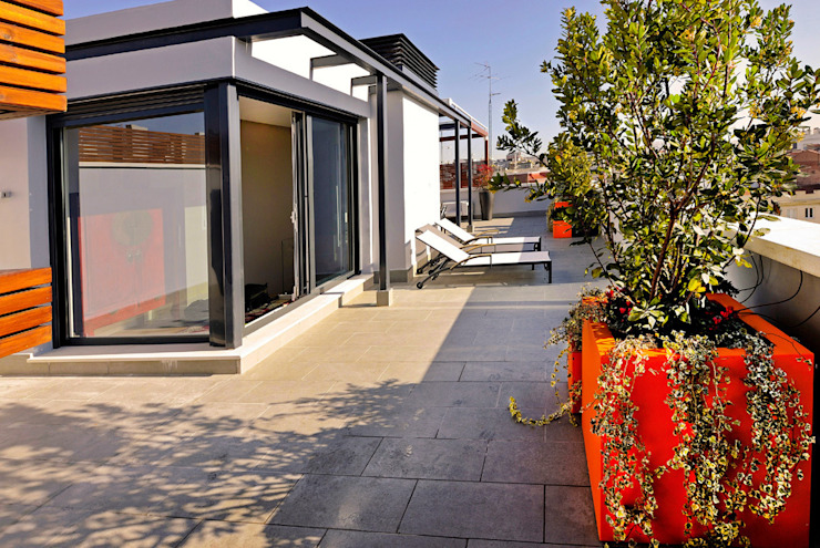 Mediterraner Balkon, Veranda & Terrasse von UNJARDINPARAMI Mediterran