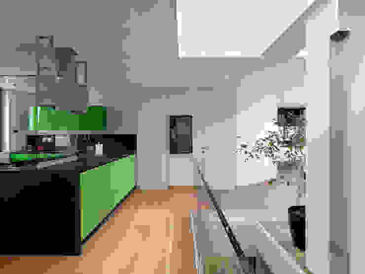 enzoferrara architetti Modern kitchen