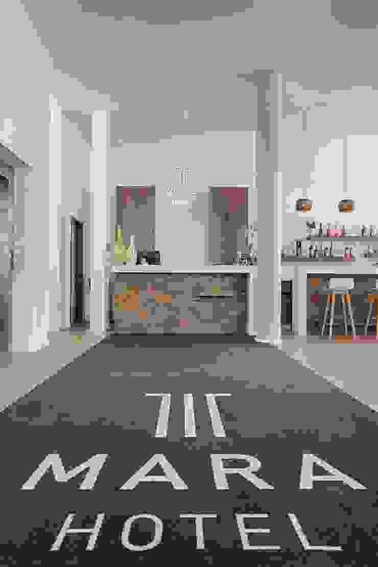 Empfangs- und Gasttheke Moderne Hotels von Tischlerei Köchert Modern