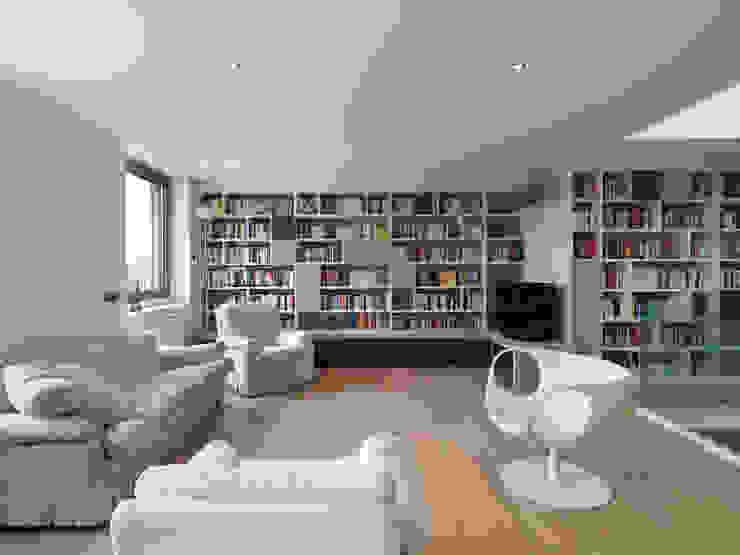 Modern Living Room by enzoferrara architetti Modern