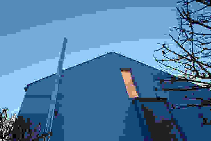 Dachaufstockung eines Einfamilienhauses Moderne Häuser von WSM ARCHITEKTEN Modern