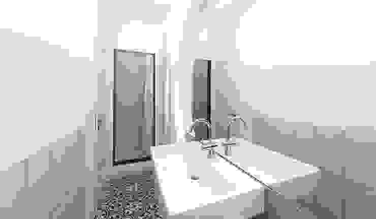 Minimalistische badkamers van Brut Deluxe Architektur + Design Minimalistisch