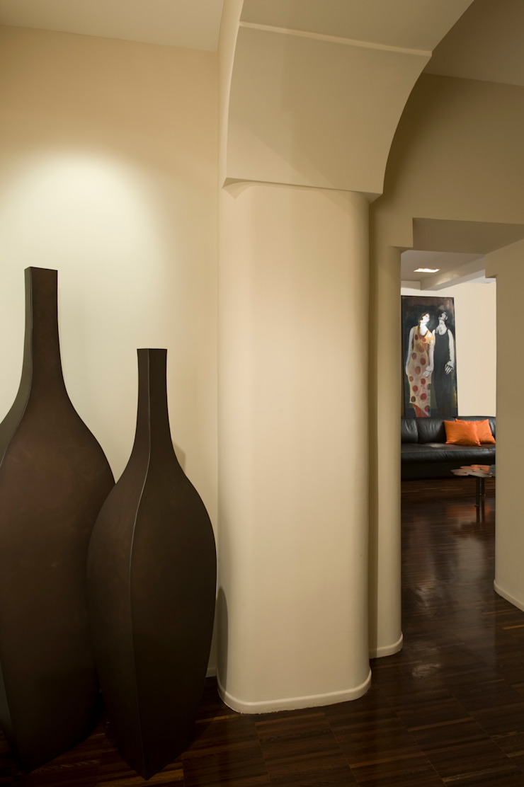 Eclectic style corridor, hallway & stairs by Carola Vannini Architecture Eclectic