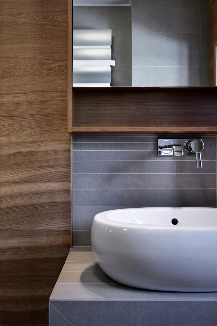Baños modernos de es-arch Moderno