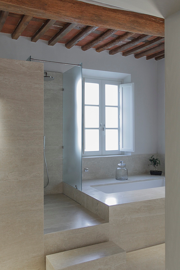Modern bathroom by Massimo Fiorido Associati Modern