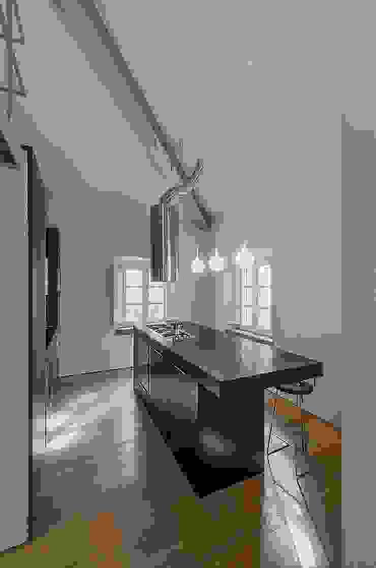 Modern kitchen by Massimo Fiorido Associati Modern