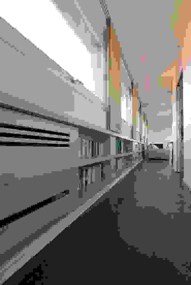 モダンスタイルの 玄関&廊下&階段 の Comoglio Architetti モダン