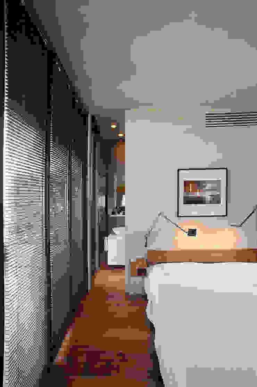 Camera sul tetto Moderne Schlafzimmer von Calzoni architetti Modern