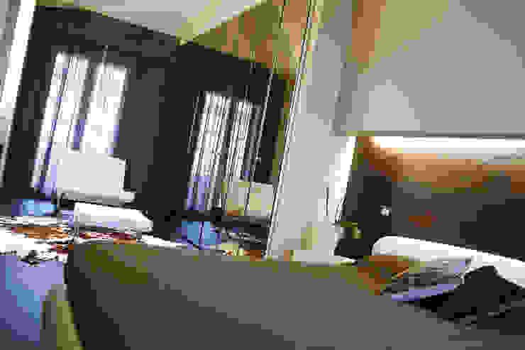 モダンスタイルの寝室 の Enrico Muscioni Architect モダン