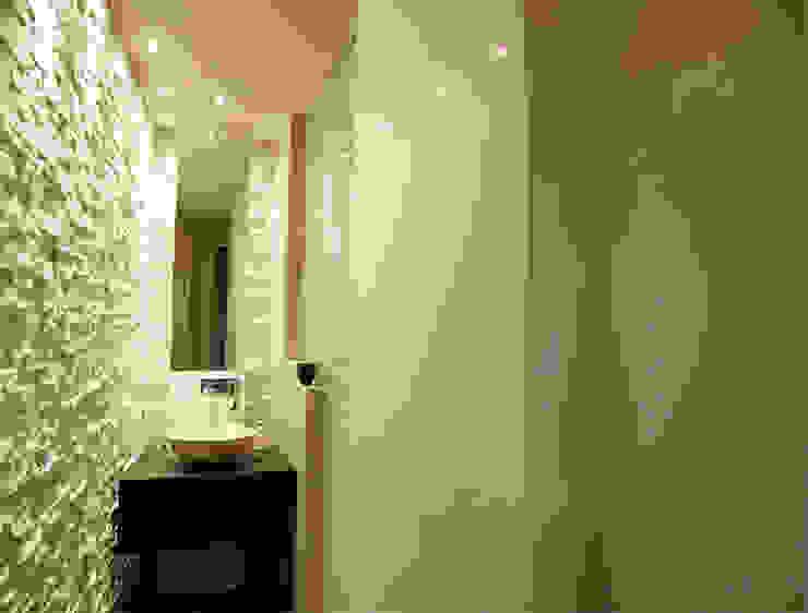 モダンスタイルの お風呂 の Enrico Muscioni Architect モダン