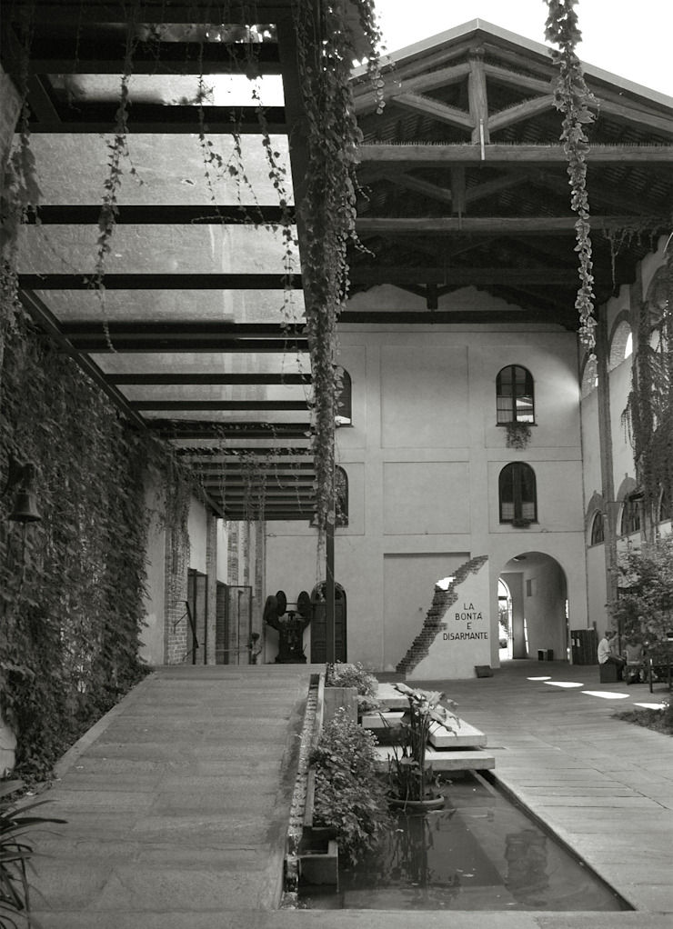 Entrance to SER.MI.G Chapel Country style house by Comoglio Architetti Country
