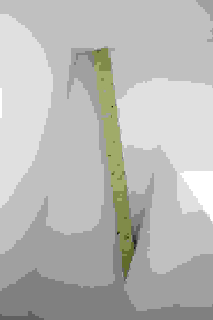 Wohnhaus in Königstein Minimalistischer Flur, Diele & Treppenhaus von stengele+cie. Minimalistisch