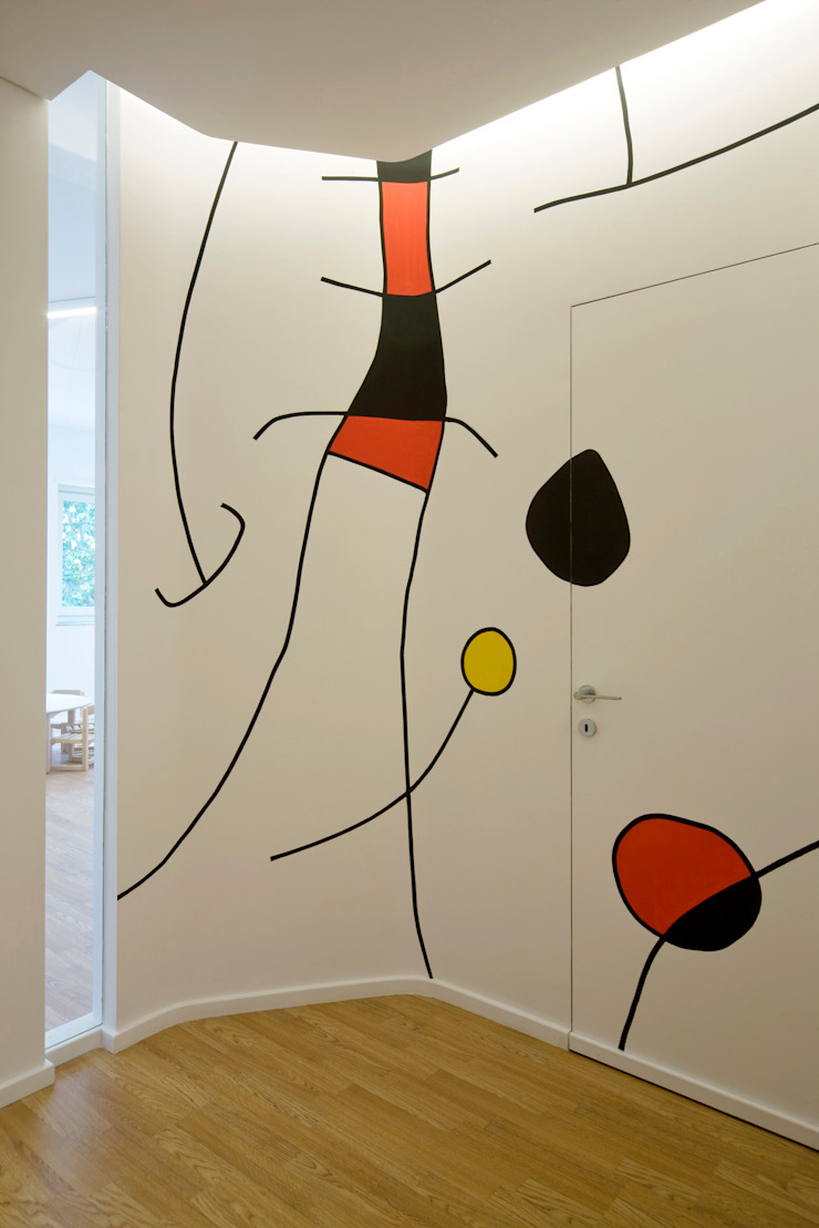 Kindergarten S.M.Goretti Extension Eclectic corridor, hallway & stairs by Comoglio Architetti Eclectic