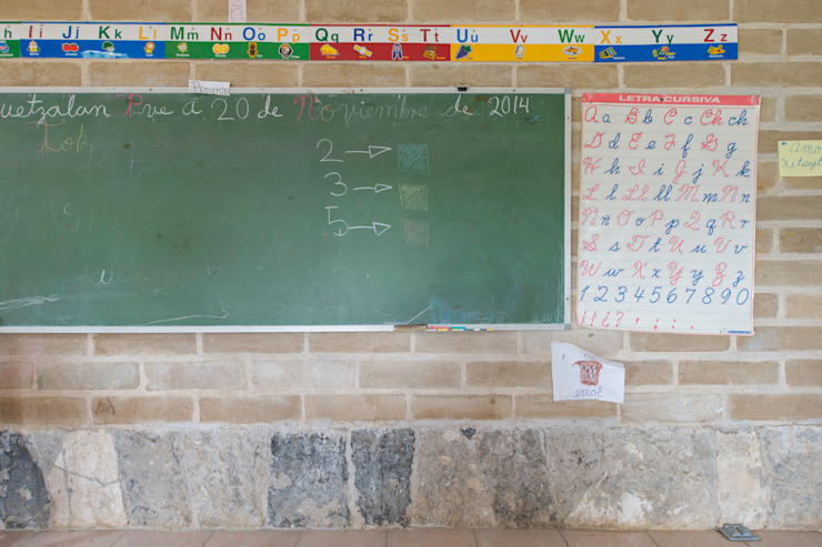 Montessori_Imagen 8 Escuelas de estilo rústico de Komoni Arquitectos Rústico