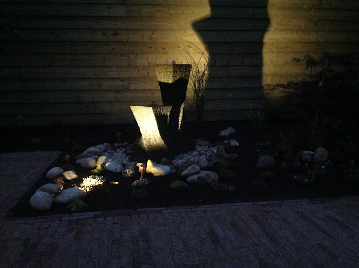 Aanleg achtertuin: modern  door Kramer & Berends hoveniers, Modern