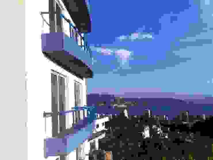 Aspecto de los balcones en la fachada vista a la bahia ARQUELIGE Casas modernas