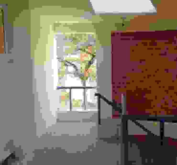 Vestibulo a departamentos del último nivel ARQUELIGE Pasillos, vestíbulos y escaleras de estilo moderno