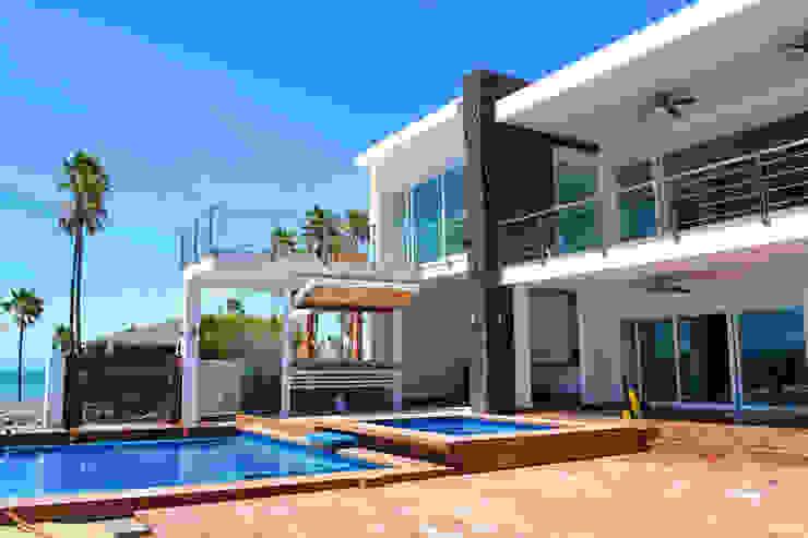 AREA DE BBQ ALBERCA Y TERRAZA Casas modernas de ro arquitectos Moderno