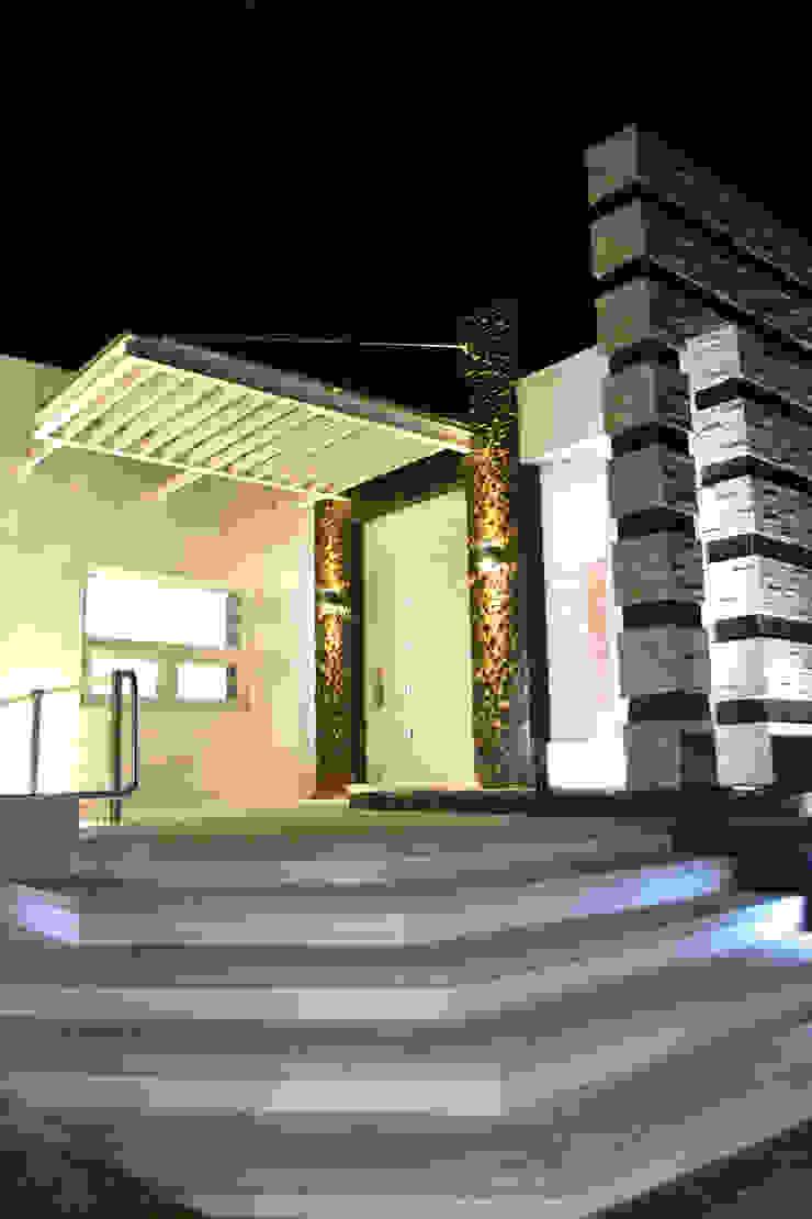 INGRESO PRINCIPAL Casas modernas de ro arquitectos Moderno