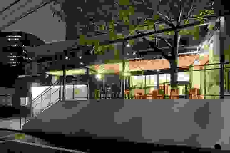 Bun Café - 外観・テラス席 ラスティックなレストラン の MoMo. Co., Ltd. ラスティック