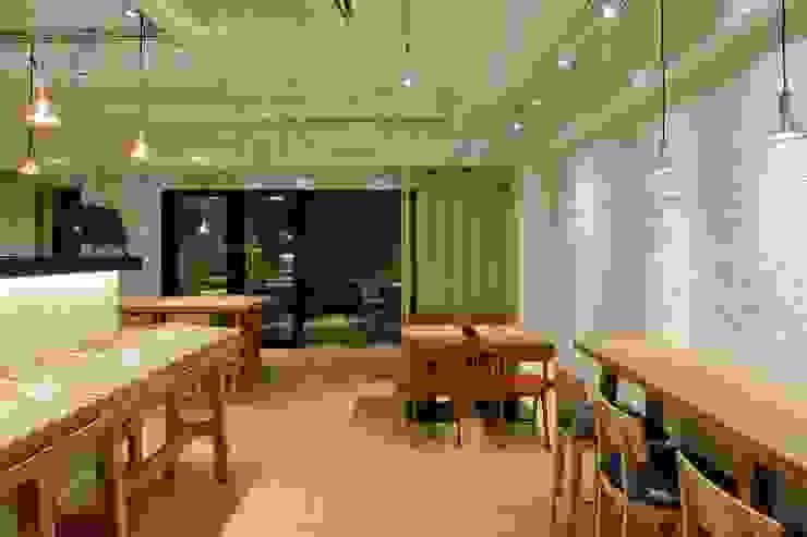 Bun Café - インテリア・カフェ席 ラスティックなレストラン の MoMo. Co., Ltd. ラスティック