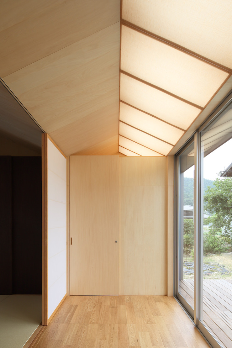 Country style corridor, hallway & stairs by eu建築設計 Country
