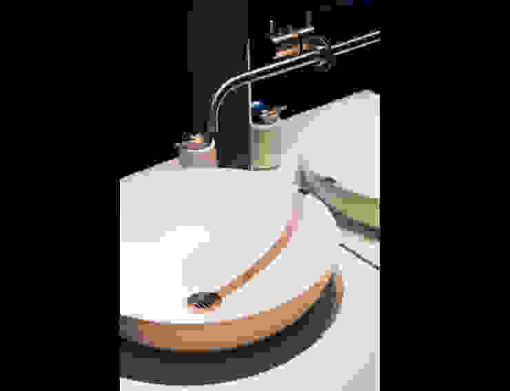 Detail foto Summer wastafel Landelijke badkamers van Marike Landelijk
