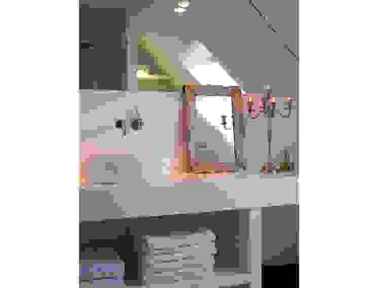 Marike Boll opbouwwastafel:  Badkamer door Marike,