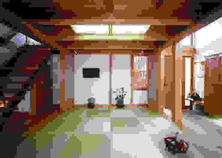 通り庭の横に座敷 クラシカルスタイルの 玄関&廊下&階段 の T設計室一級建築士事務所/tsekkei クラシック