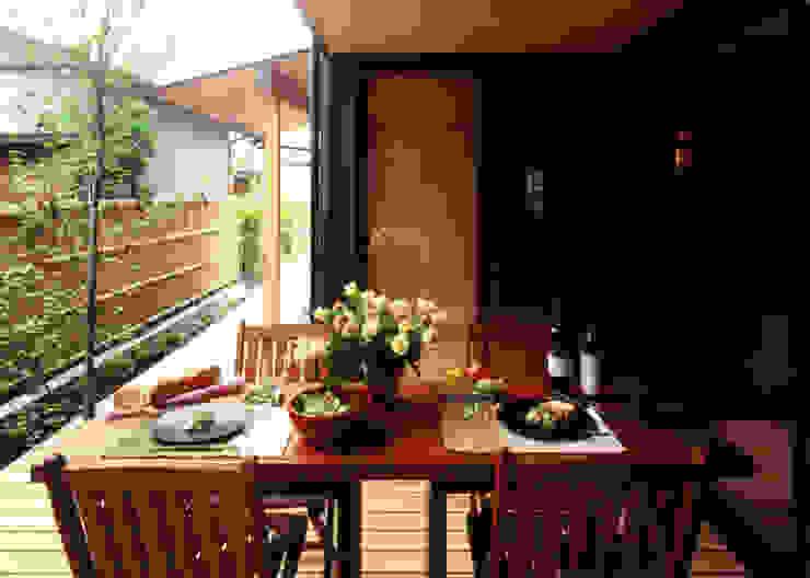 坪庭で外飯(ソトメシ)で楽しむ オリジナルな 庭 の T設計室一級建築士事務所/tsekkei オリジナル
