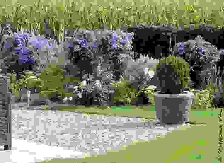 Nowoczesny ogród od SCHAEDELE PAYSAGISTE Nowoczesny