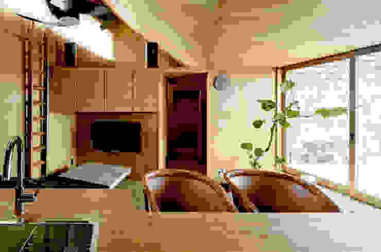 ROOF/M カントリーデザインの リビング の eu建築設計 カントリー
