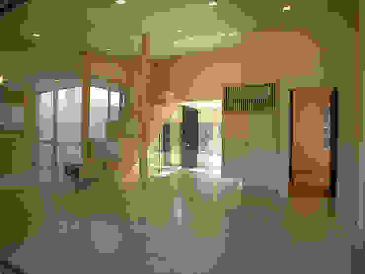 峰山の家: 株式会社ハマノ・デザインが手掛けたリビングです。,モダン