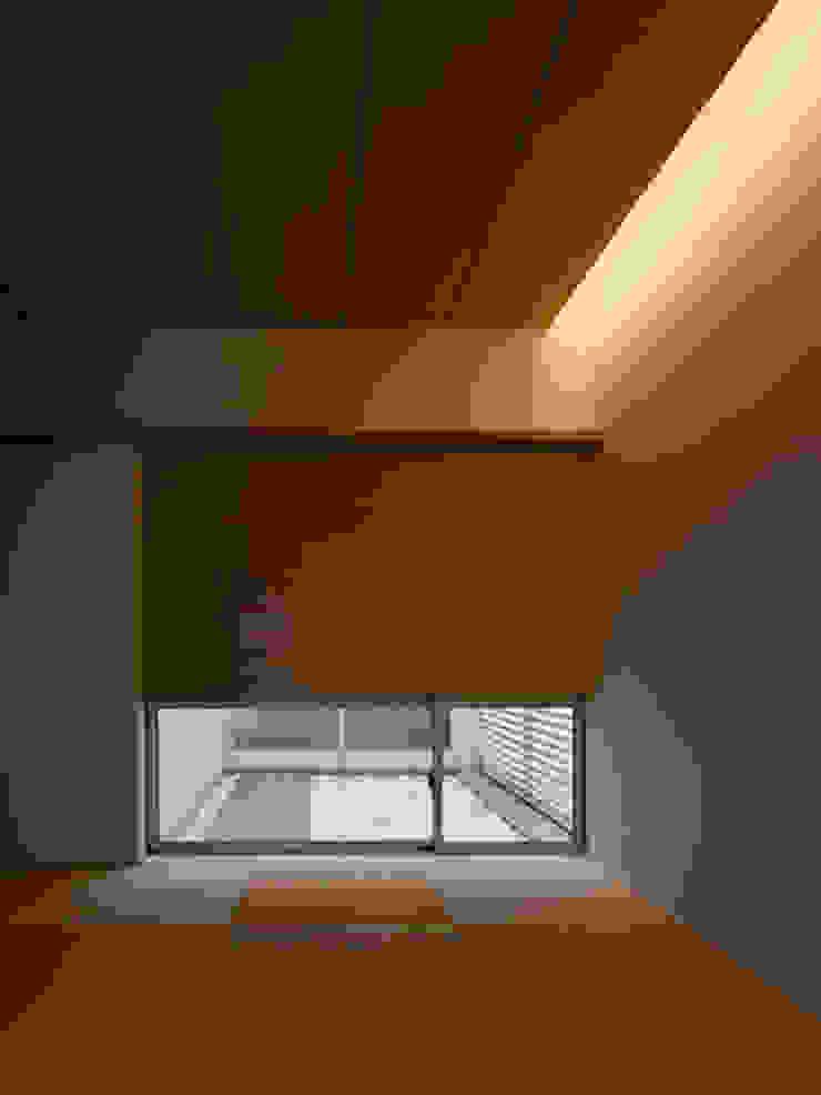 春日丘の家 モダンスタイルの寝室 の 小田裕二建築設計事務所 モダン