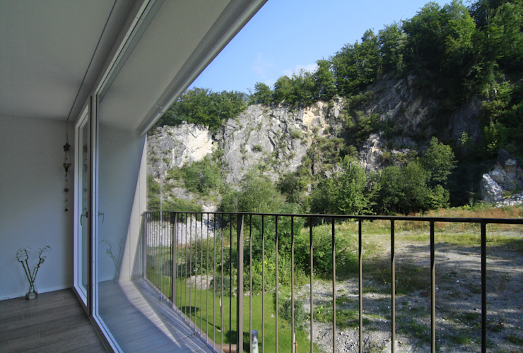 Terrace by Fäh Architektur, Modern