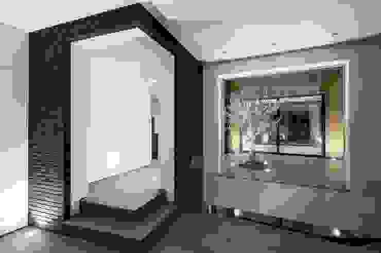 AR Design Studio- 4 Views Modern corridor, hallway & stairs by AR Design Studio Modern