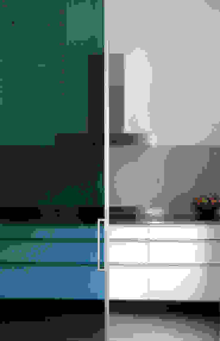 Casa unifamiliare a Barcellona (Spagna) Cucina in stile mediterraneo di PBEB architetti Mediterraneo