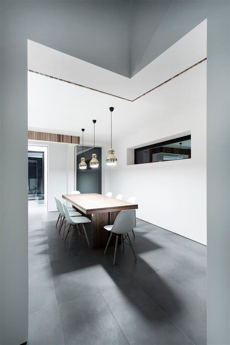 AR Design Studio- 4 Views Modern dining room by AR Design Studio Modern