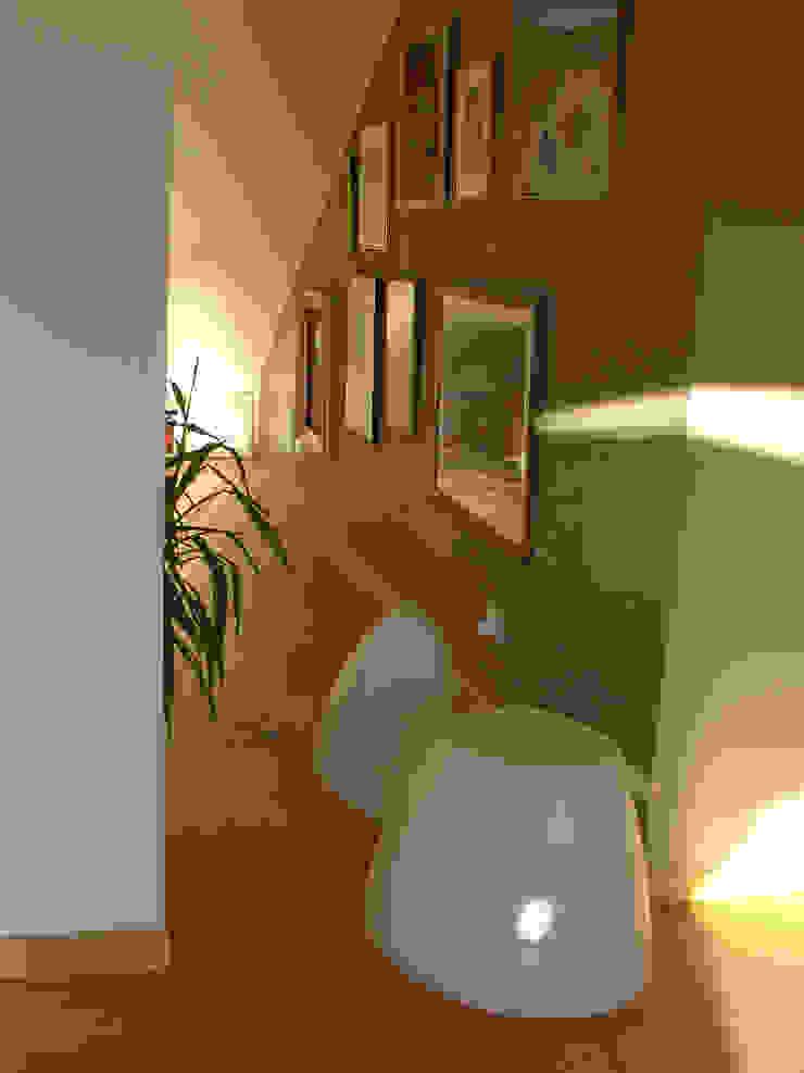 La casa di Iris Ingresso, Corridoio & Scale di GAP Studio